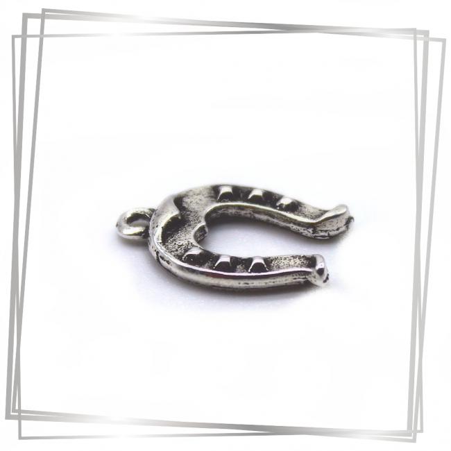 Breloque fer à cheval| Murmures d'une charmeuse|Argent 925 | breloque |charm|sautoir poupée|collier poupée |lithothérapie |pièce unique |bijoux fantaisie| collier personnalisé |bijoux personnalisé |collier fantaisie |bijou personnalisé|bijoux fantaisie de qualité|pendentif personnalisé bijoux fantaisie femme |créateur |bijoux personnalisé femme