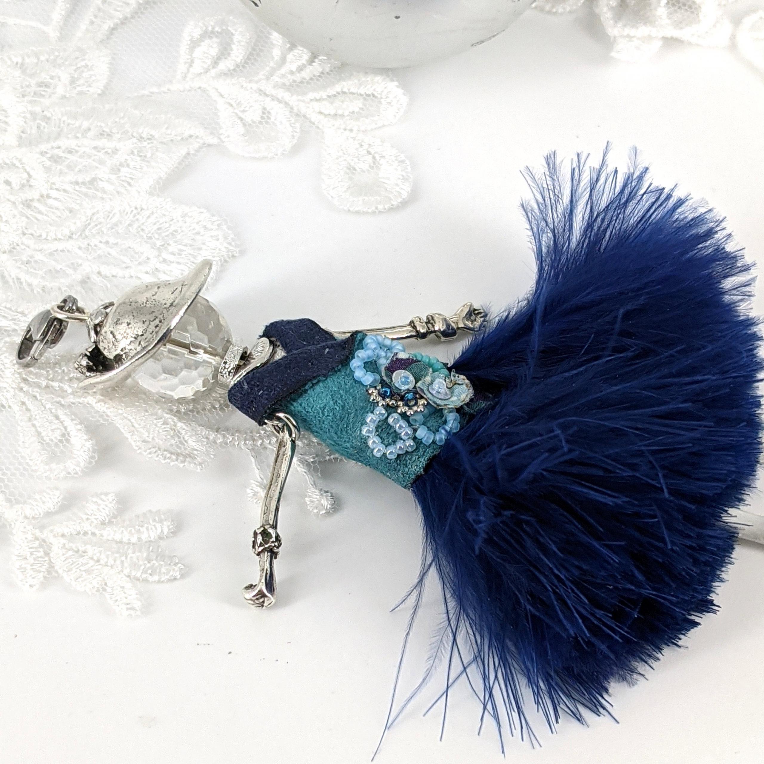 Commandes personnalisées Anne |murmures d'une charmeuse |création sur mesure de pendentifs poupées piece unique en étain finition argent 925
