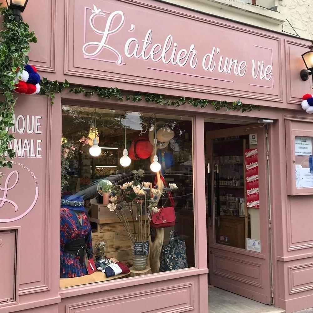 L'atelier d'une vie| boutique créateurs | Murmures dune charmeuse |collier poupée |pendentifs poupées