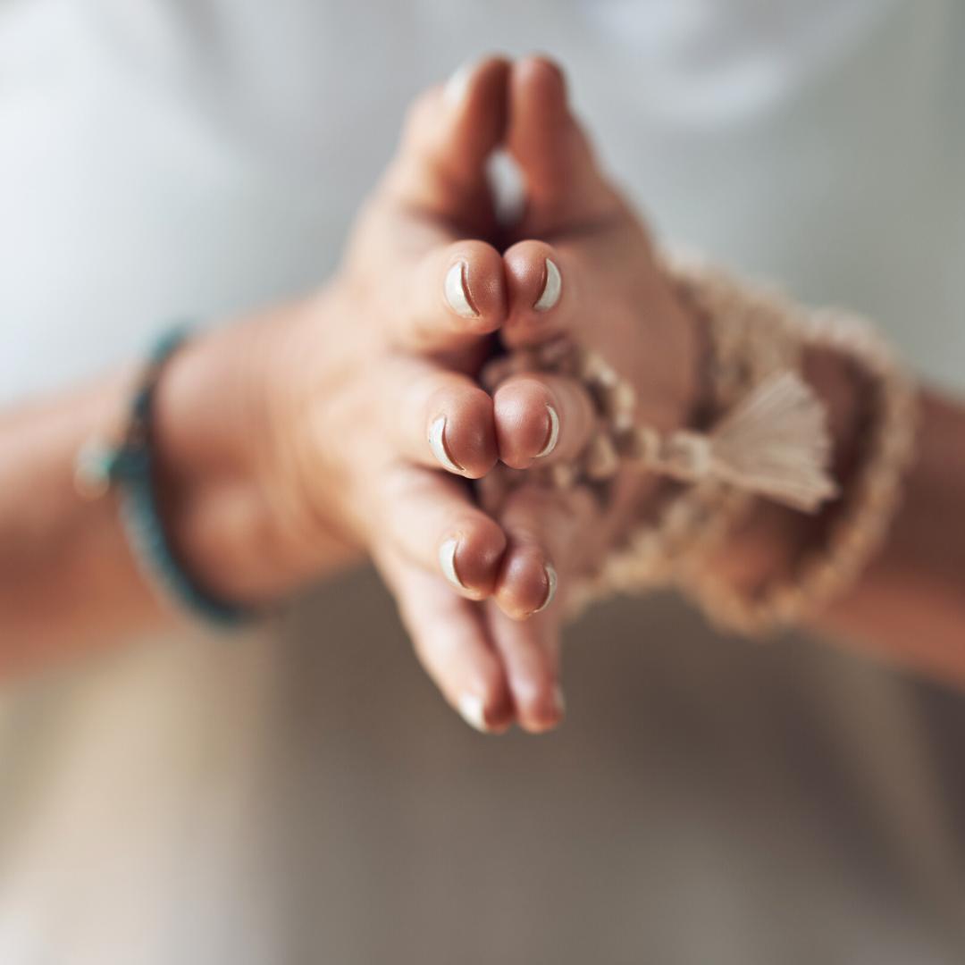 le quartz fumé Murmures d'une charmeuse les bienfaits des pierres gemmes quartz fumépierre très puissante, efficace contre le stress et qui aide à surmonter les moments difficiles.